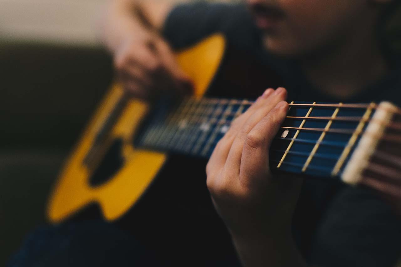 playing-guitar